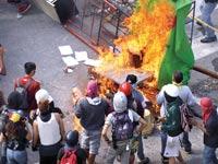מפגינים בקרקאס / צילום: רויטרס