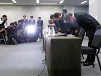 מנהלי מיצובישי במסיבת עיתונאים  /  צילום: רויטס Toru Hanai