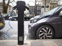 עמדת הטענה של רכב חשמלי / צילום: רויטרס