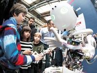 תערוכת רובוטיקה בשווייץ / צילום: רויטרס