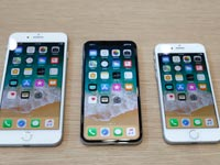 אייפון X ואייפון 8 / צילום: רויטרס