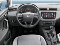 """פנים הרכב. יש גם כפתורים ומתגים ממשיים לתפעול המערכות / צילום: יח""""צ"""