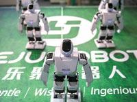 רובוטים שהוצגו בכנסי טכנולוגיה בפריז / צילום: בלומברג