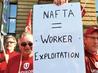 מפגינים מקסיקנים נגד חידוש הסכם ה nafta  / צילום: רויטרס Cris Wattie