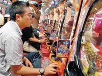 מכונות משחק של חברת פצ'ינקו בטוקיו / צילום:  Andy Rain/ בלומברג