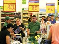 סופרמרקט של Almacenes Exito הקולומביאנית בוונצואלה / צילום: Isaac Urrutia / רויטרס