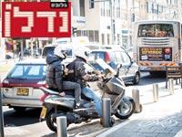 אופנוע על המדרכה / צילום: שלומי יוסף