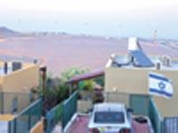 נוף הטורבינות מקיבוץ מירב / צילום: עופר גולן