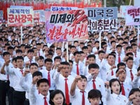 """הפגנה בפיונגיאנג נגד ארה""""ב / צילום: רויטרס"""