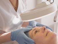 יש טיפולים אסתטיים שרק רופאי עור יכולים לבצע  /  צילום:Shutterstock/ א.ס.א.פ קרייטיב