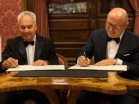 ארז ויגודמן בחתימת הסכם על הקמת חברה משותפת עם סקודה להשקעות באוטו-טק    / צילום: יחצ