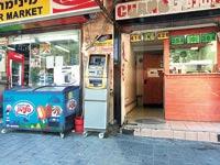 מכשירי ATM. יותר מ-1,000 פזורים ברחבי הארץ / צילום: אביב לוי