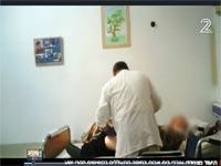 התעללות בקשיש כפי ששודר בתחקיר חדשות 2 צילום מסך
