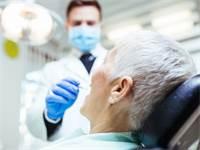 השתלות שיניים בגיל מבוגר/צילום: Shutterstock/ א.ס.א.פ קרייטיב