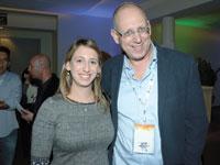 """אבי כץ (מימין) ובתו חגית כץ־שינובר, עד לאחרונה סמנכ""""לית הסחר / צילום: יוסי כהן"""