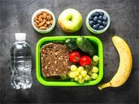 אוכל בריא בבתי הספר / שאטרסטוק