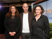 """אירוע ההשקה של חממת """"יכין אימפקט"""", (מימין לשמאל): עומרי בורל וניר שמעוני, מייסדי TechForGood והילה ר"""