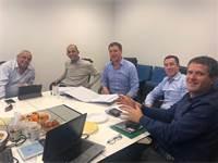 """מימין לשמאל: אודי אדירי, מנכ""""ל משרד האנרגיה, אמיר רשף, רכז אגף התקציבים, ד""""ר אסף אילת יו""""ר רשות החשמ"""