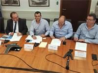 החתימה על הרפורמה בחברת החשמל / צילום: עמירם ברקת