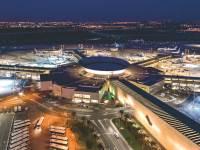 נמל התעופה בן-גוריון. האם צרכנים גדולים נוספים ילכו בעקבותיו צילום: מוני שפיר