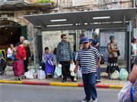 רוכשים מחנה יהודה בירושלים / צילום: שאטרסטוק