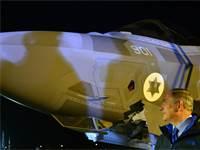 """בנימין נתניהו עם מטוס הקרב """"אדיר"""" F-35 / קובי גדעון-לע""""מ"""