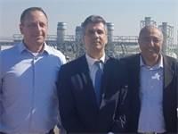 """אבירם דהרי, ראש עיריית קרית גת, אלי כהן, שר הכלכלה והתעשייה ויניב גרטי, מנכ""""ל אינטל"""