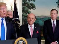 רוברט לייתייזר (מימין) בהכרזת טראמפ על המכסים החדשים / צילום: ג'ונתן ארנסט, רויטרס