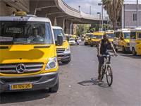 מוניות שירות בתחנה המרכזית בתל-אביב / צילום: Salvador Aznar, שאטרסטוק