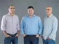 מימין: מייסדי פורטר לירון דמרי, מיכאל רייטבלט ואלון שמש / צילום: ויקטור לוי