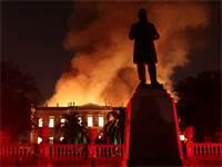 המוזיאון הלאומי של ברזיל עולה באש \ צילום: רויטרס