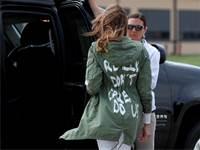 מלניה טראמפ והמעיל שעליו כתוב 'באמת שלא אכפת לי, ולך?' לפני פגישה עם ילדי המהגרים / צילום: רויטרס