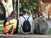 סלולרי, בתי ספר, ילדים / שאטרסטוק