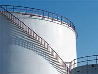 מתקני אחסנת דלקים/ צילום: שאטרסטוק