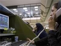 עובדת בבורסה בטהראן / צילום: רויטרס