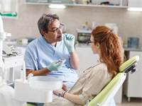 בניית עצם בעת עקירת שיניים. לשמור על מראה טבעי לפה/צילום: Shutterstock/ א.ס.א.פ קרייטיב