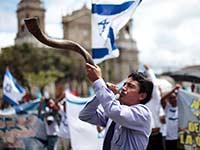 הפגנת תמיכה של אוונגליסטים בגוואטמלה / צילום: רויטרס - Jorge Lopez