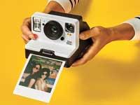 מצלמת פולארויד עם פילם וחיבור IoT\ צילום: יחצ