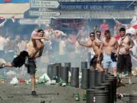 קרב רחוב בין אוהדי רוסיה לאוהדי אנגלה  / צילום:רויטרס Jean Paul Pelissier