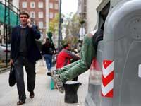 מחטטים בזבל בבואנוס איירס / :צילום: REUTERS / Marcos Brindicci