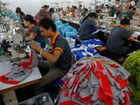 מפעל לייצור בגדים בבנגקוק/ צילום:רויטרס