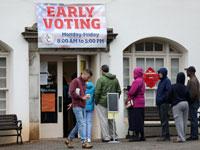 מצביעים בהצבעה המוקדמת בשבוע שעבר, באת'נס, ג'ורג'יה /צילום:צילום: רויטרס - Lawrence Bryant