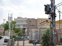 בית העירייה והמבנה של בזק בסח'נין / צילום: בר אל