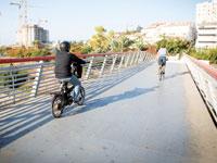 רוכבים לעבודה באזור התעשייה של הרצליה/ צילום :שלומי יוסף