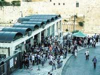 תחנת אוטובוס בירושלים / צילום: שאטרסטוק