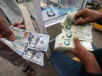 חלפן בטהראן מחליף דולרים / צילום: רויטרס, Essam Al Sudani