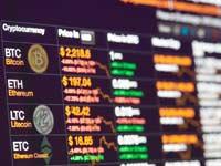 מסך תצוגה של שערי מטבעות קריפטוגרפיים / צילום:  Shutterstock/ א.ס.א.פ קרייטיב