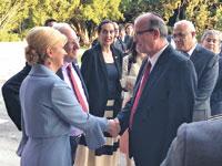 """יוסי וייס לוחץ את ידה של נשיאת קרואטיה, קולינדה גרבר־קיטרוביץ' וראובן ריבלין/ ןצילום: תע""""א"""