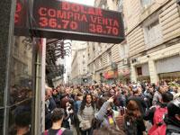 לוח שמציג את שער הפזו בבואנוס איירס/צילום: רויטרס Marcos Brindicci