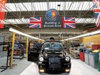 מפעל ייצור של המוניות הלונדוניות בבריטניה. / צילום: רויטרס Darren Staples ,